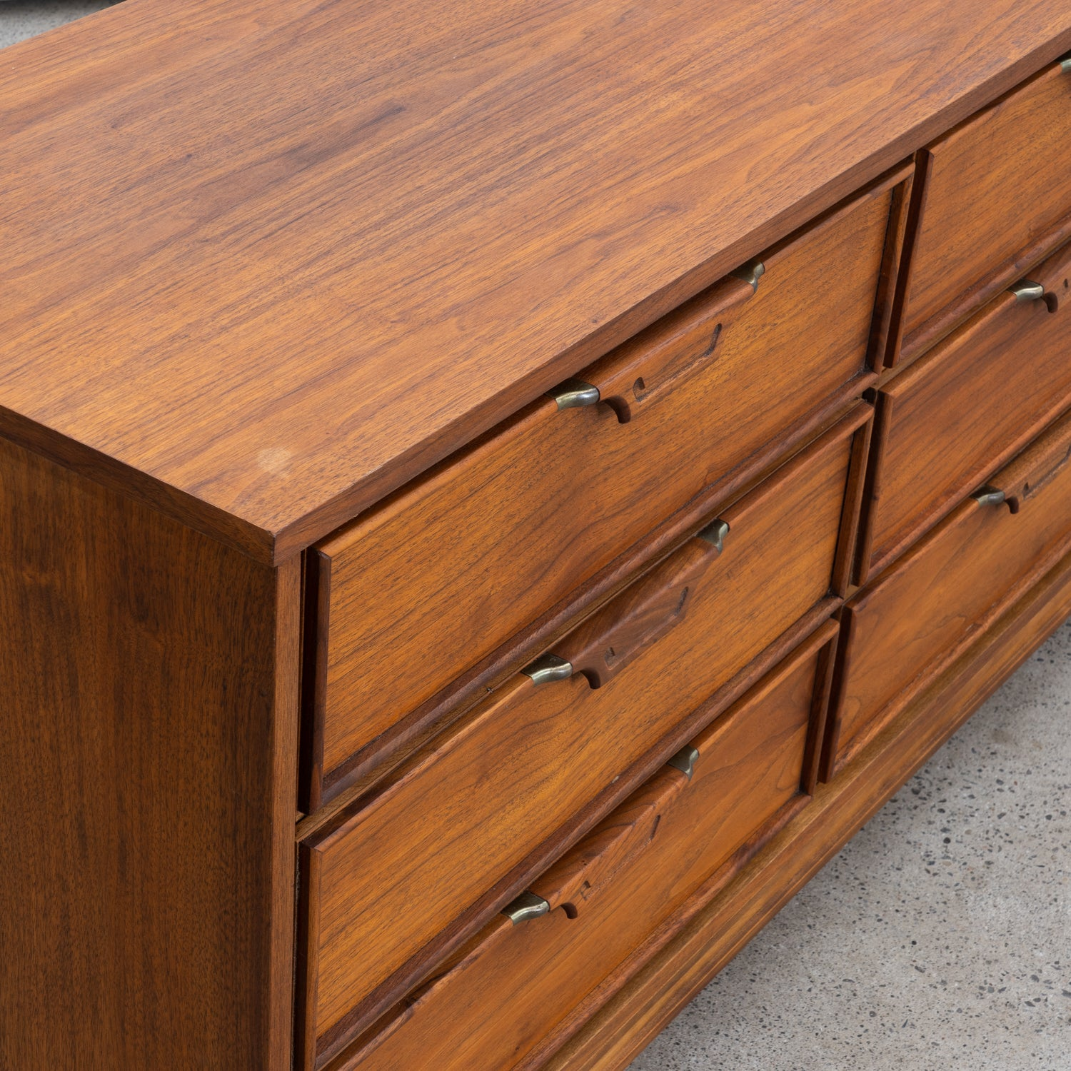 Walnut 9-Drawer Dresser