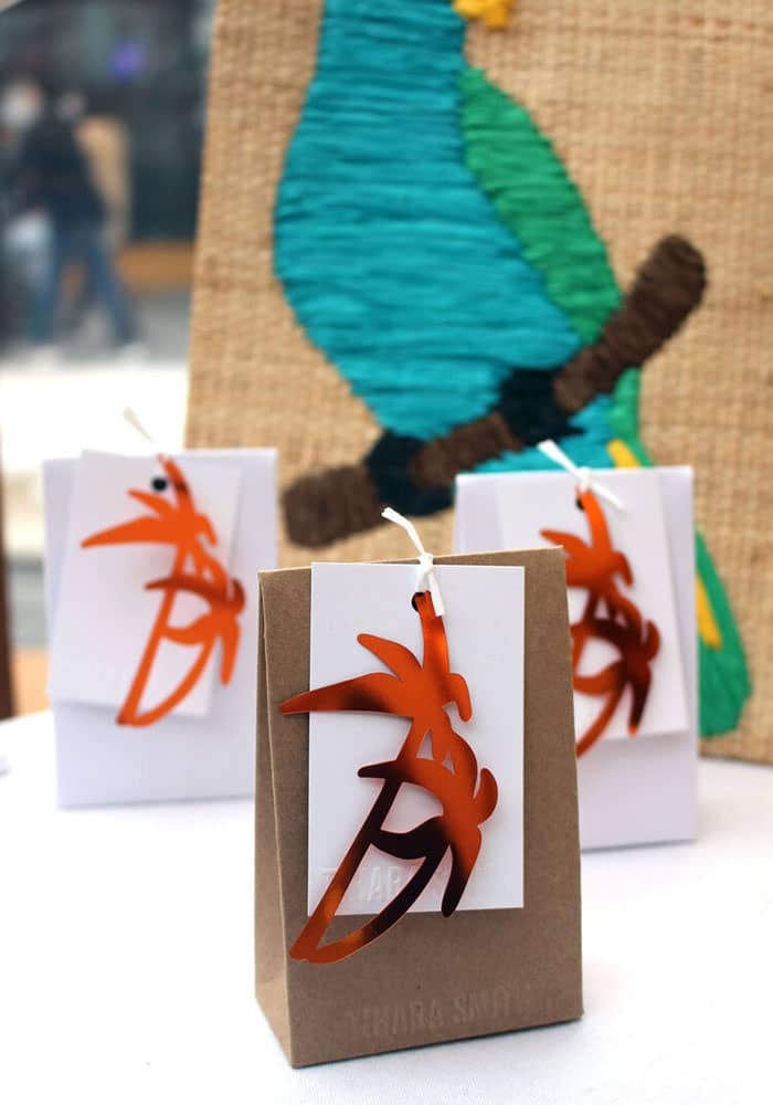 Tropical Pin Gifts Sets with palm tree shaped sequins in orange displayed at Sample Christmas 2019