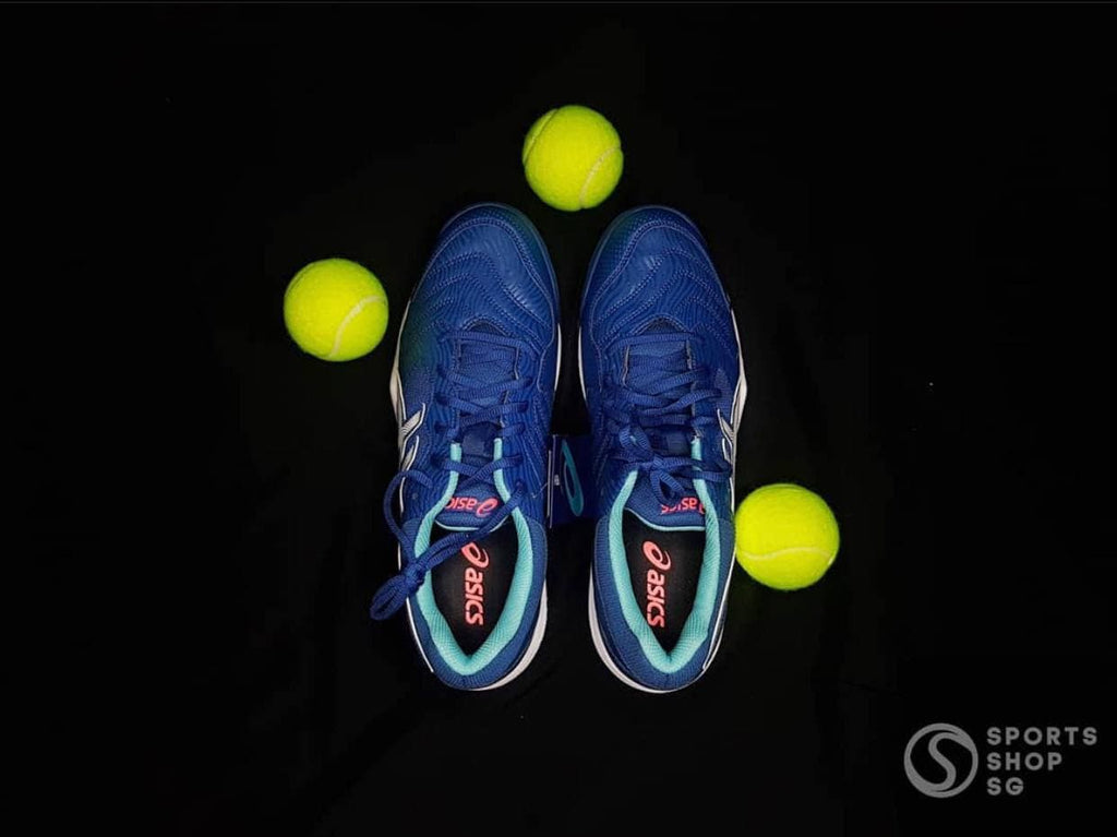 Tennis shoe and tennis balls