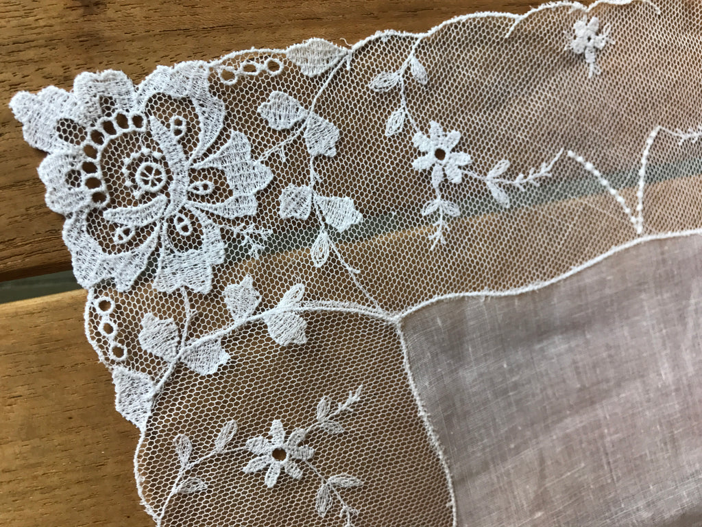Estate Collection Linen/Lace Handkerchief