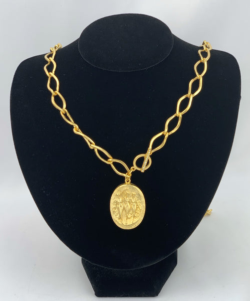 Gold Chain Necklace w/Oval Pendant
