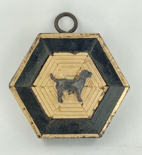 Museum Bee - Lacquered Frame w/Black Labrador