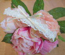 Load image into Gallery viewer, Ivory cotton lace bridal garter