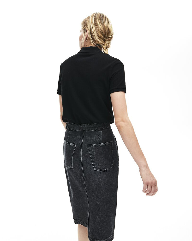 back view of model wearing Lacoste classic 2 button relaxed fit polo in black with green alligator