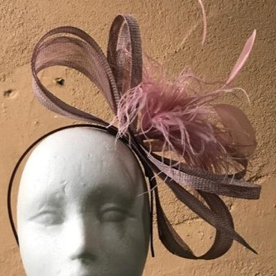 Bow fascinator with feathers