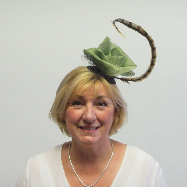 Rose fascinator with pheasant feather