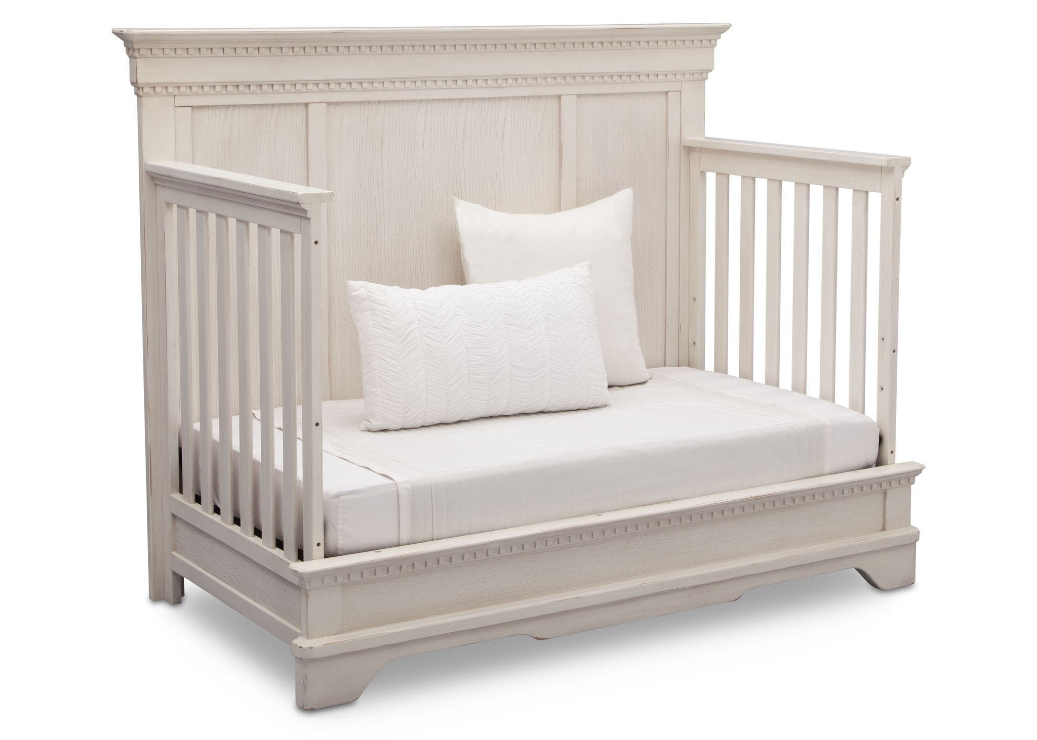 Simmons Kids Antique White (122) Tivoli Crib 'N' More, Angled Conversion to DayBed View, b5b