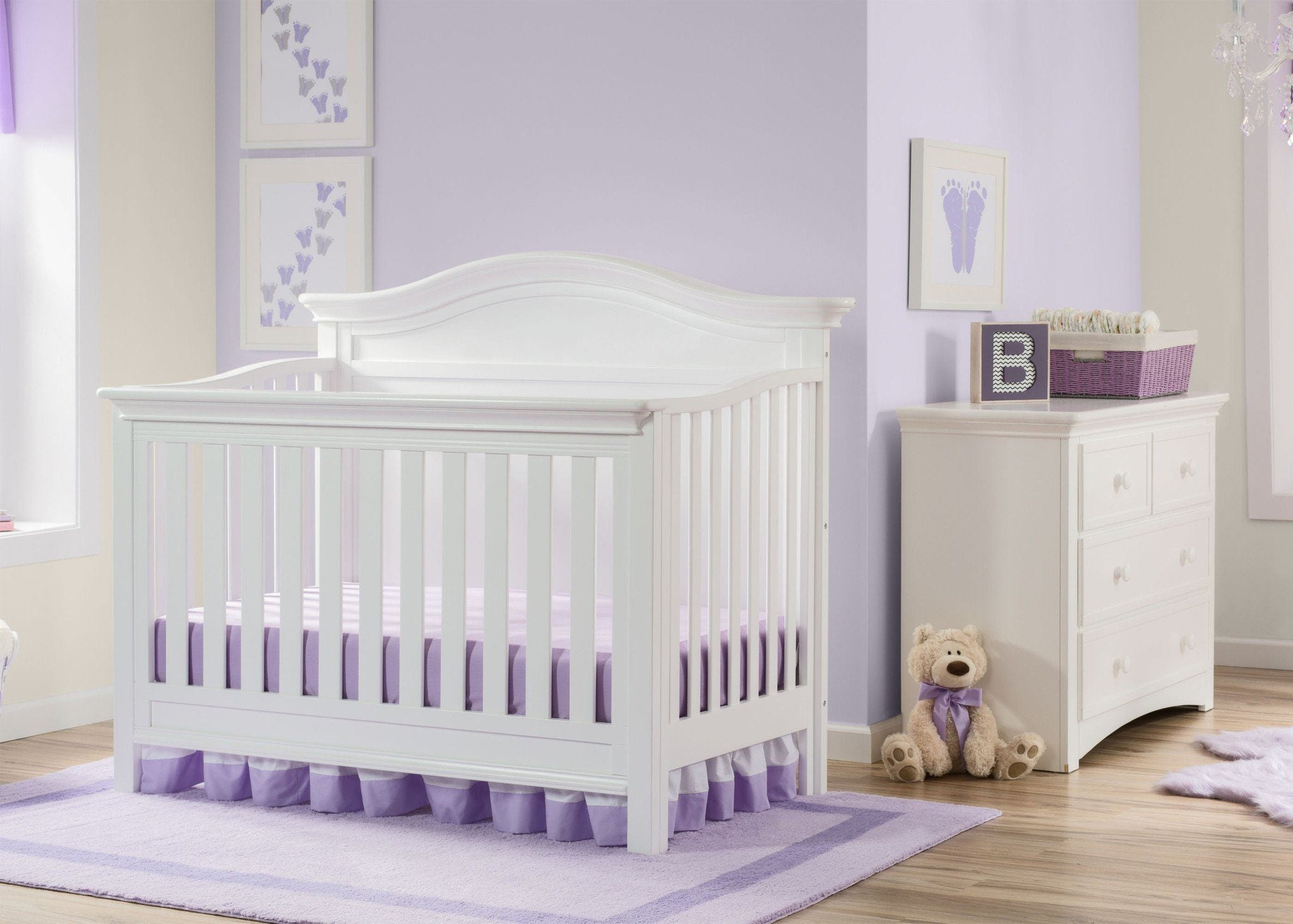 Serta Bianca White (130) Bethpage 4-in-1 Crib, Room View