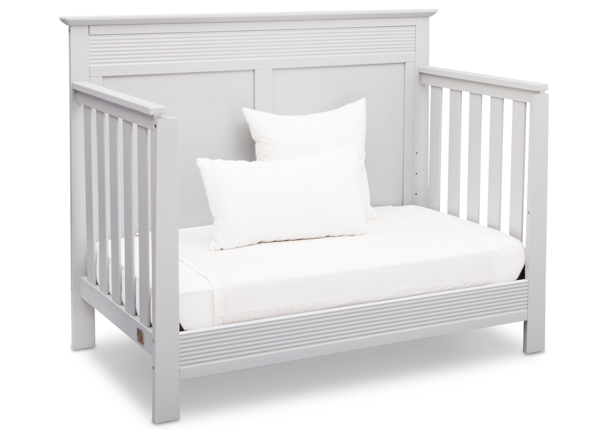 Serta Bianca White (130) Fall River 4-in-1 Convertible Crib, Right Daybed View b4b