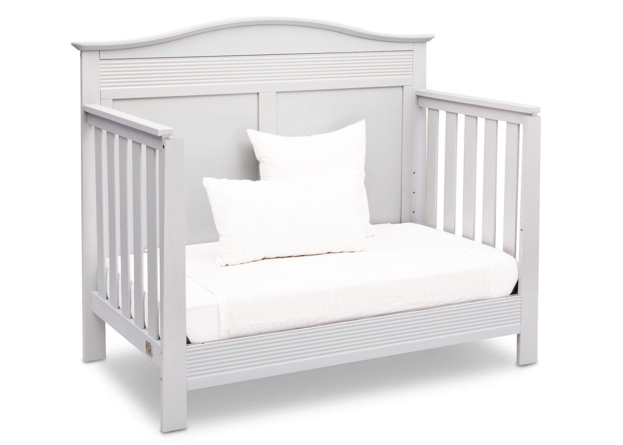 Serta Bianca White (130) Barrett 4-in-1 Convertible Crib, Right Daybed View b4b