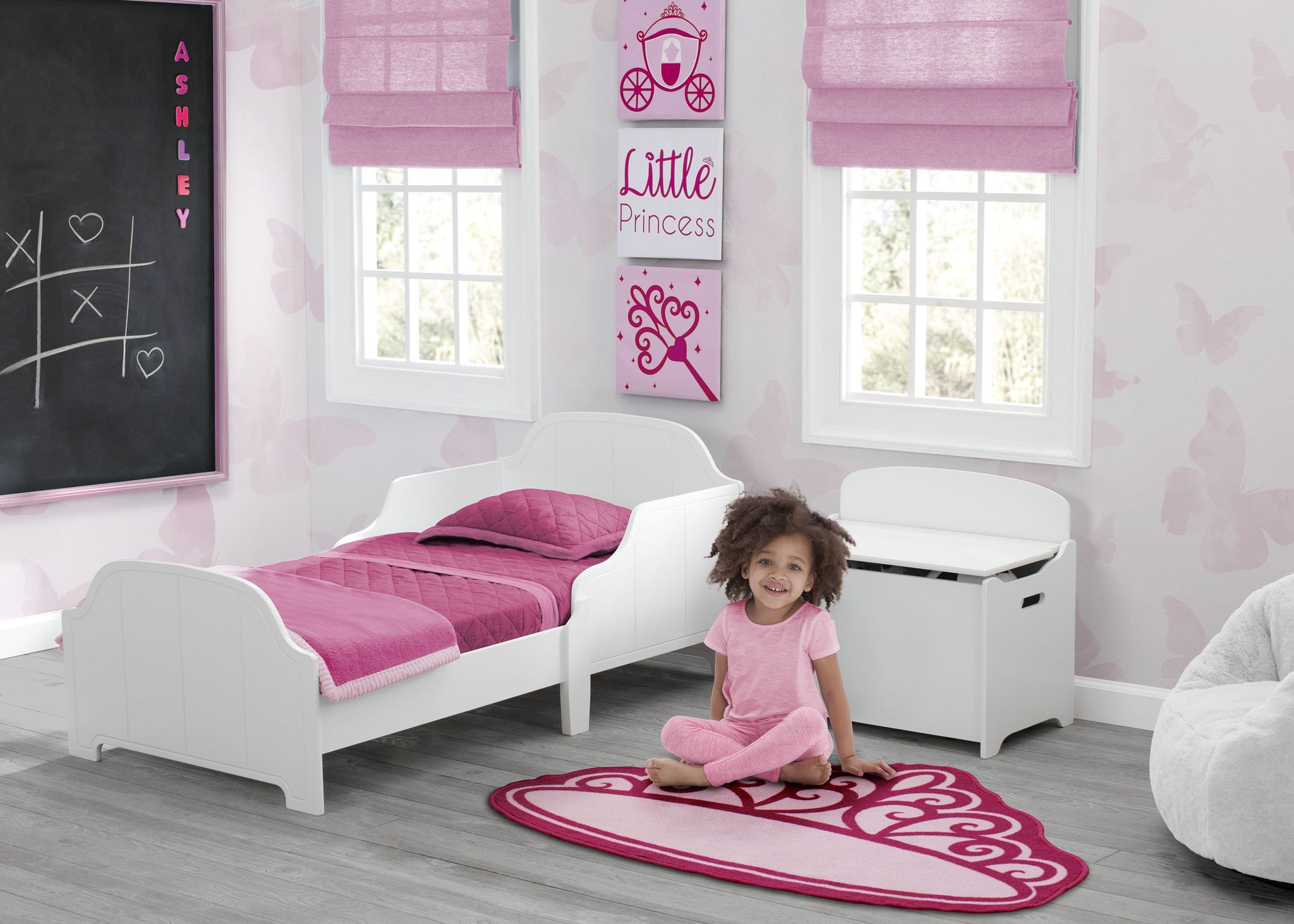 Delta Children Princess (3005) 3-Piece Canvas Wall Art Set for Girls, Room View