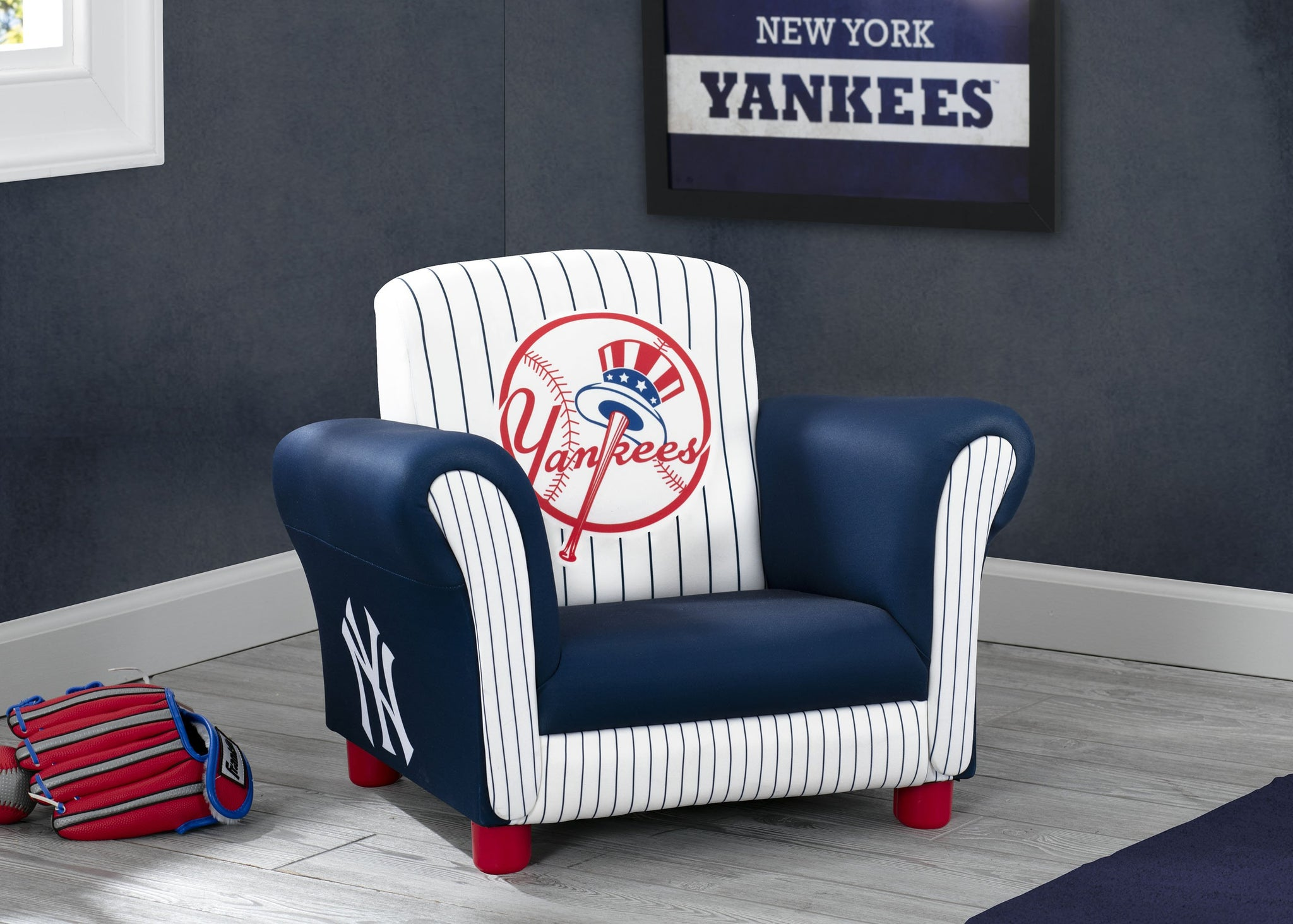 Delta Children New York Yankees Upholstered Chair, Roomshot a0a