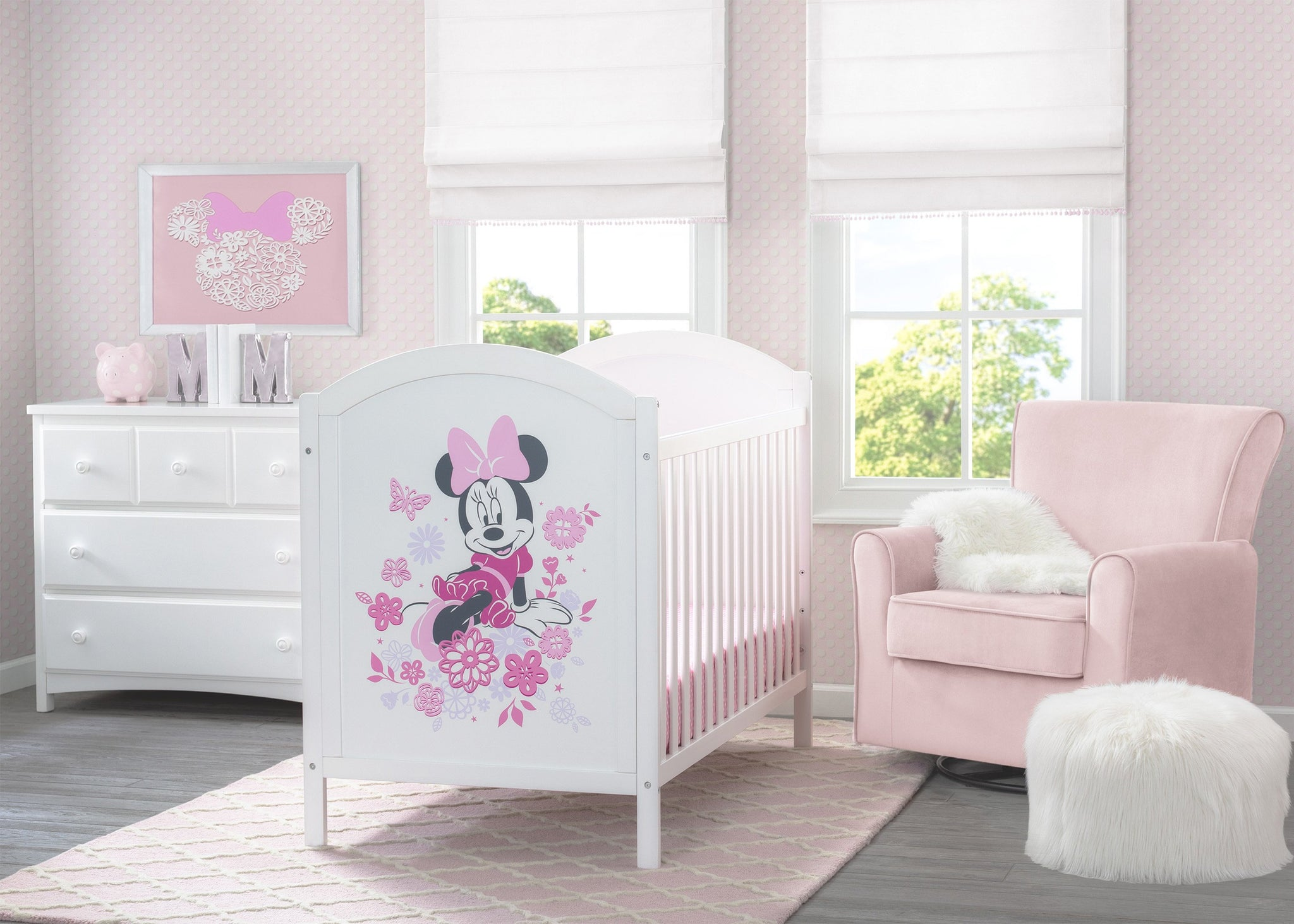 Disney Bianca White with Minnie Mouse (1302) Minnie Mouse 4-in-1 Convertible Crib by Delta Children, Room shoot