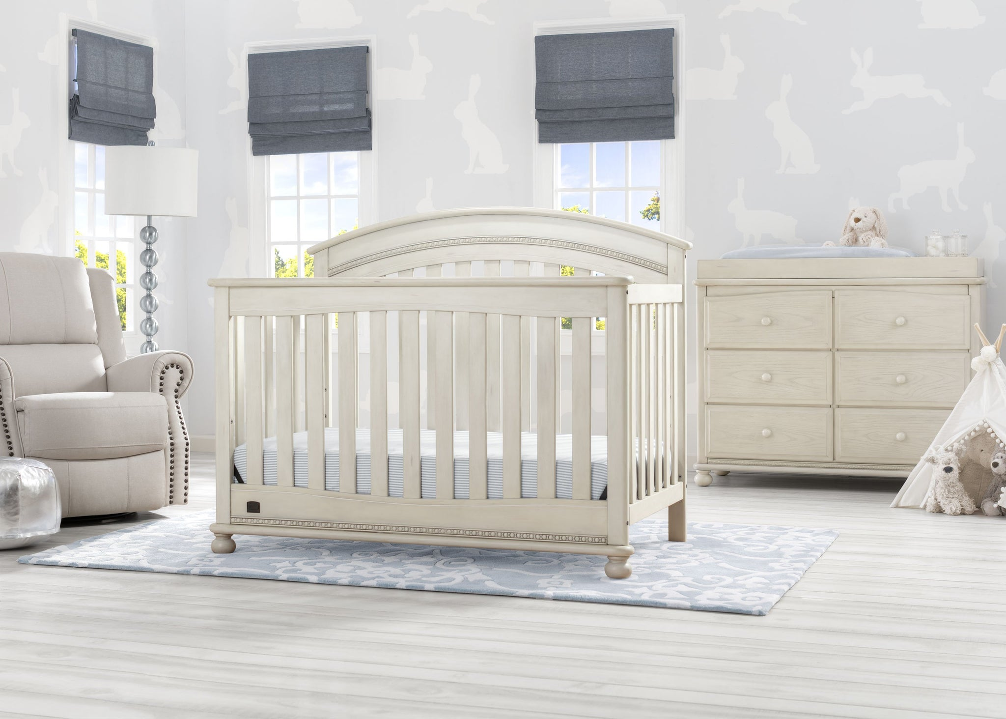 Delta Children Antique White (122) Aden 4-in-1 Convertible Crib (W337550) Room View, a1a