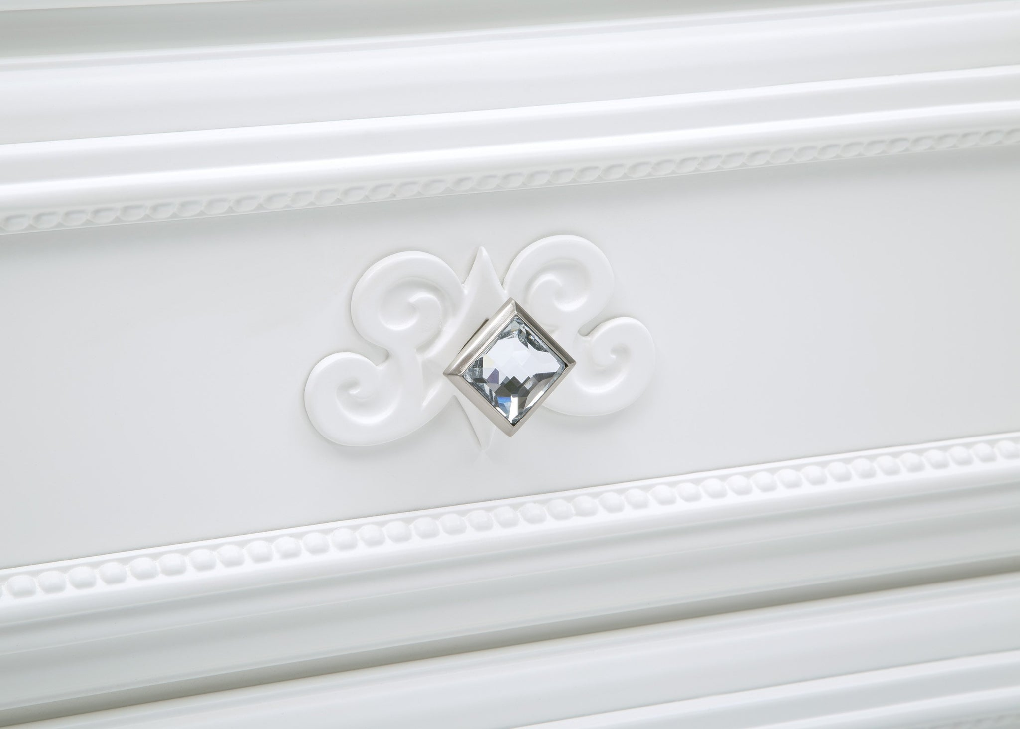 Simmons Kids Bianca White (130) Fairytale 5 Drawer Chest, Detail View 1