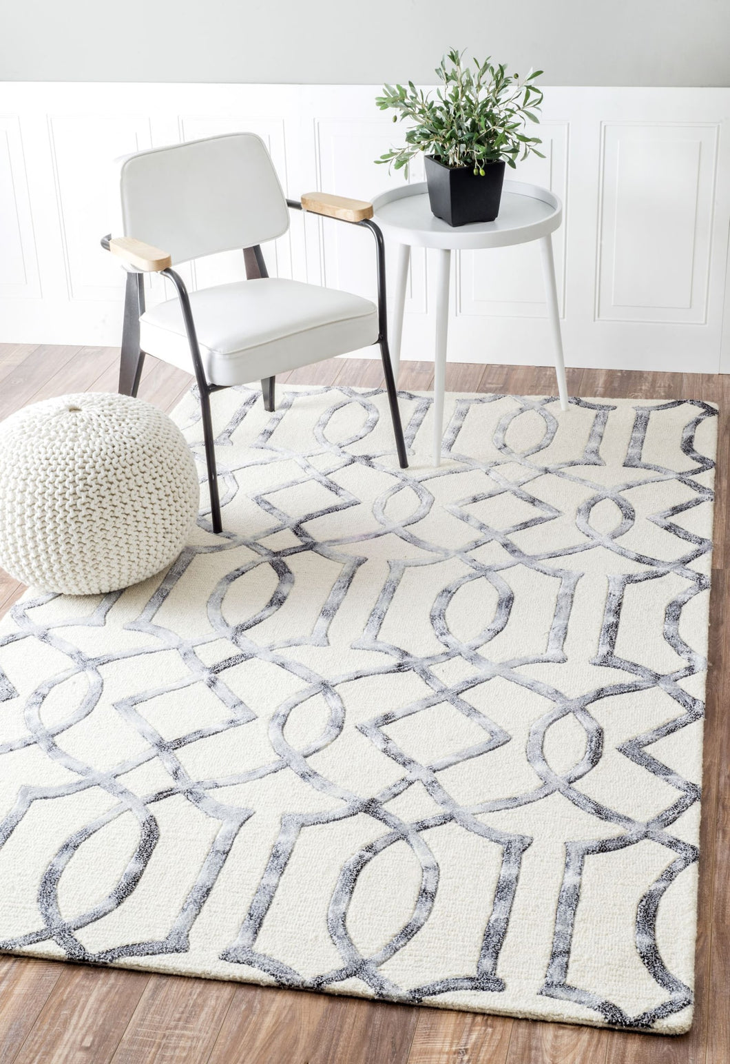 Sophisticated Geometric Wool Office Rug (Multiple Sizes)