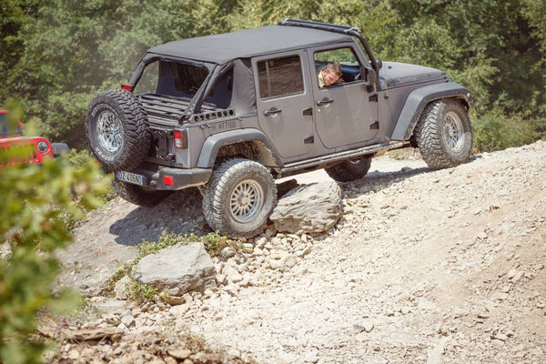 A JEEP WRANGLER JL was stuck by the stone!! - By SuperDriveUSA