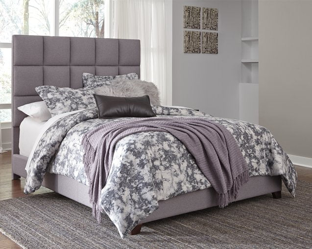 Dolante Signature Design by Ashley Bed