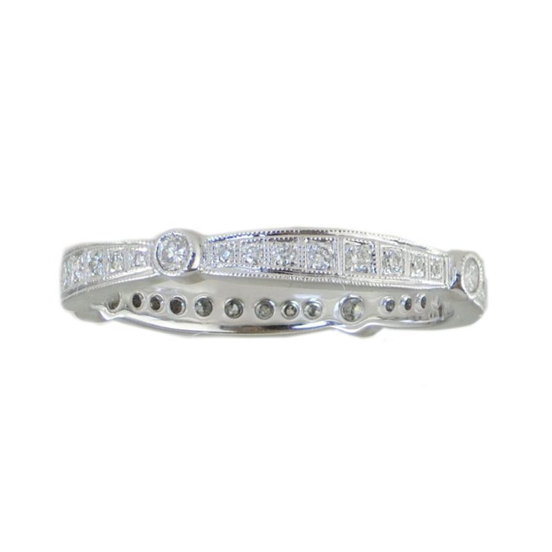 18 karat white gold band featuring alternating tapered pavé and bezel set round brilliant Diamonds 0.25ctw, in a finger size 6.5.  Vintage inspired design.
