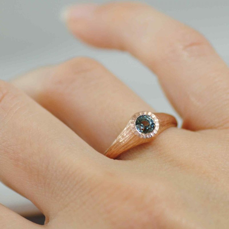 Green Sapphire (0.64ct) Ring in 18K Rose Gold