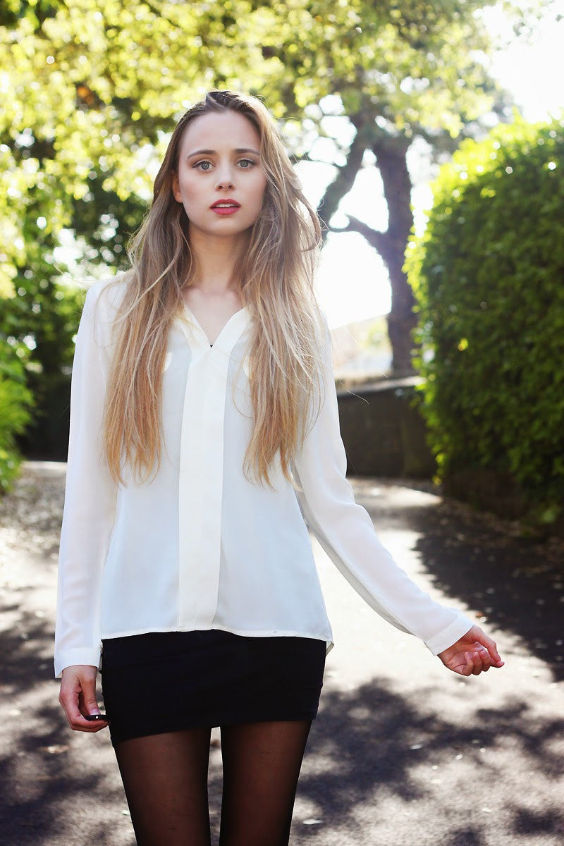 Yumi Direct Cream Pocket V-Neck Shirt Thumbnail