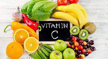 A circle of fruits and vegetables high in Vitamin C