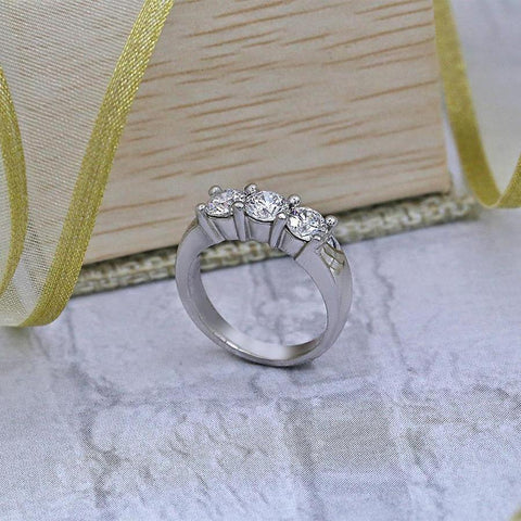 Three-Stone Engagement Ring features 3 Round Diamonds in 1.52ct of Total Diamonds Weight B-172690