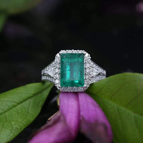 18k White Gold Cocktail GIA Certified Ring with 3.37ct Emerald