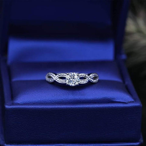 Beautiful 18k White Gold Engagement Ring with 0.50ct. Diamonds