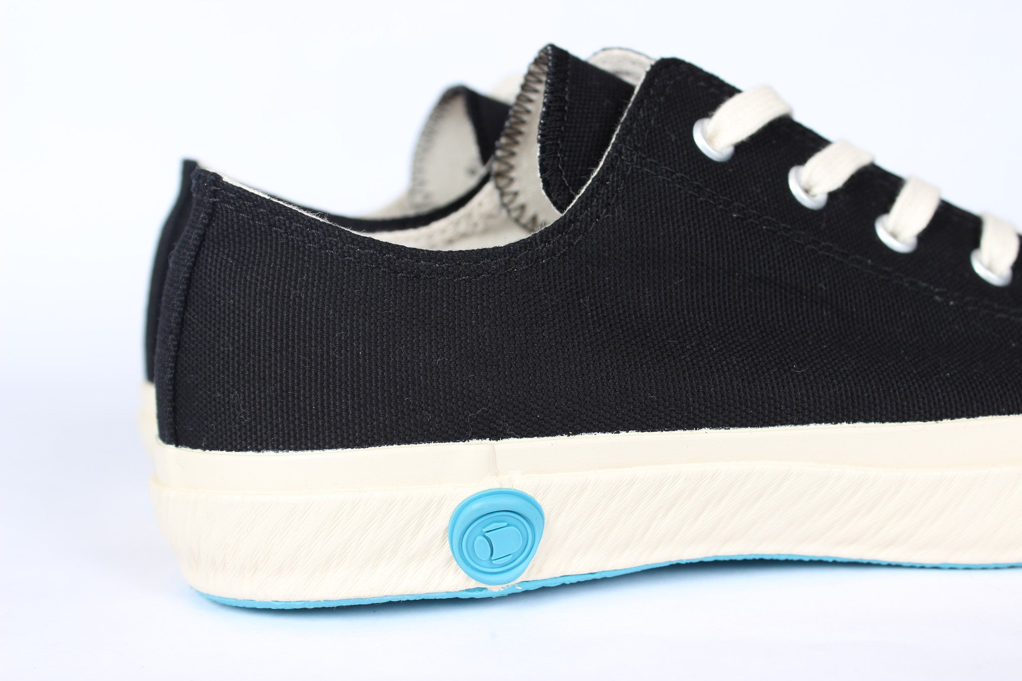 LOW TOP CANVAS SHOES BLACK - COSMOTOG