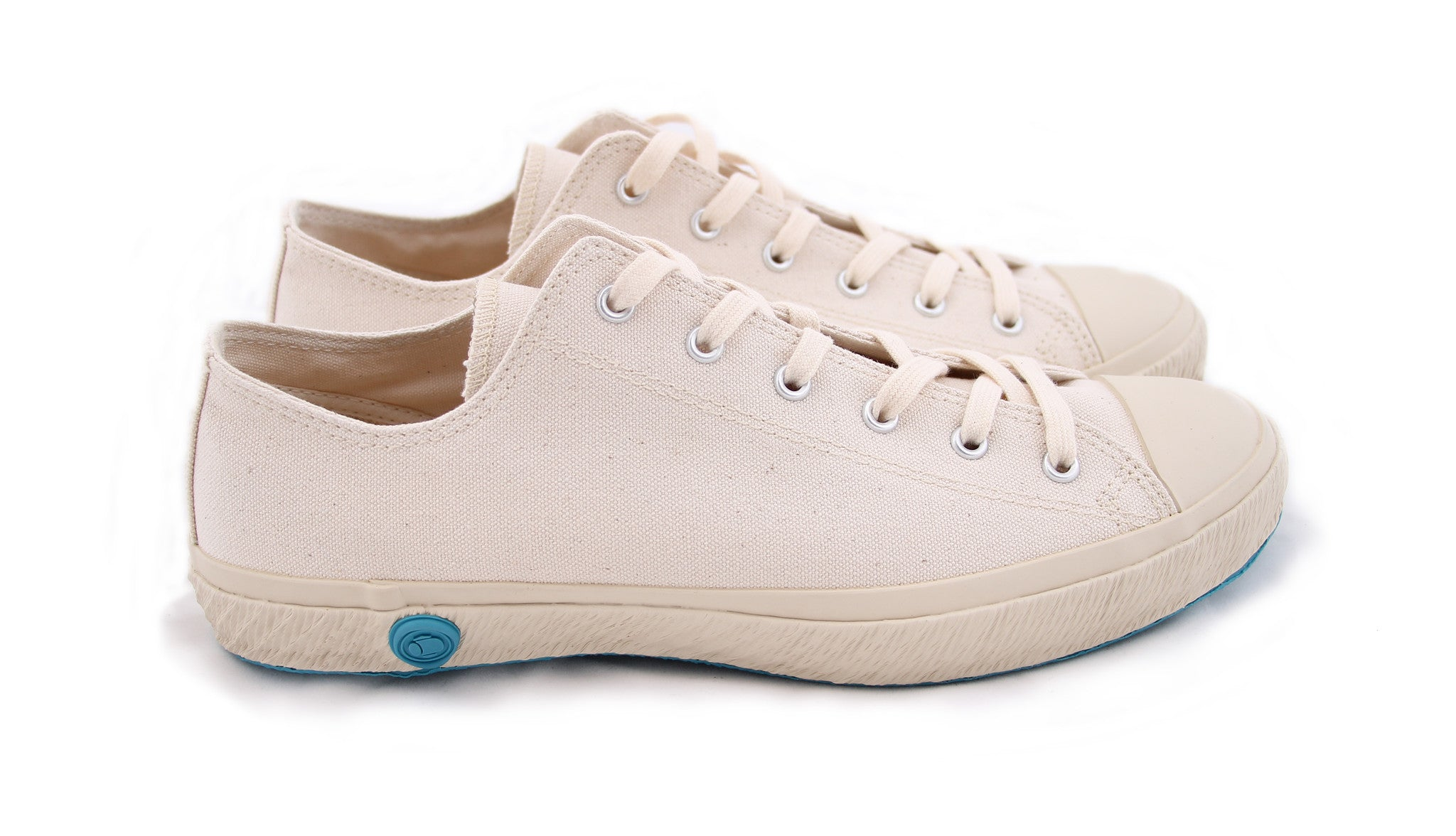 LOW TOP CANVAS SHOES WHITE - COSMOTOG