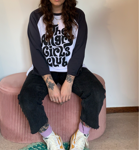 The Angry Girls Club 70's Raglan black/Grey and white t-shirt