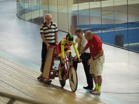 Elynor Backstedt prepares to start her individual pursuit