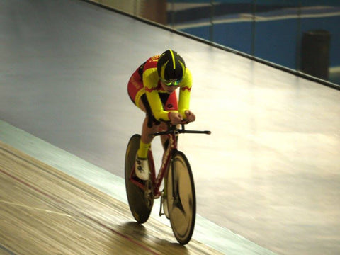 Elynor Backstedt on her way to breaking the British record