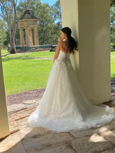 Load image into Gallery viewer, Lucia bridal dress