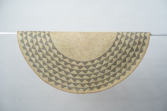 Black Triangle Mat | 4' Round | Natural Base