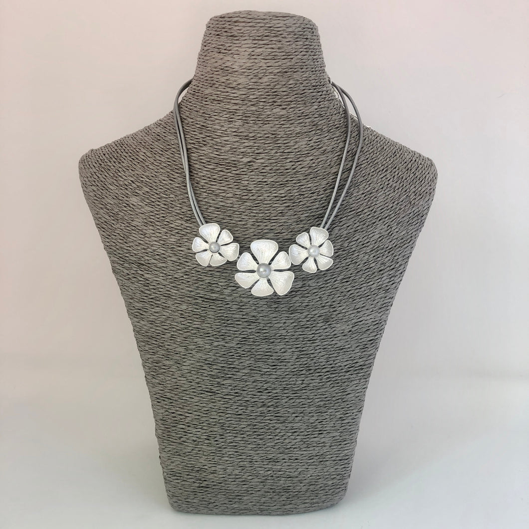 Daisy Necklace - Silver