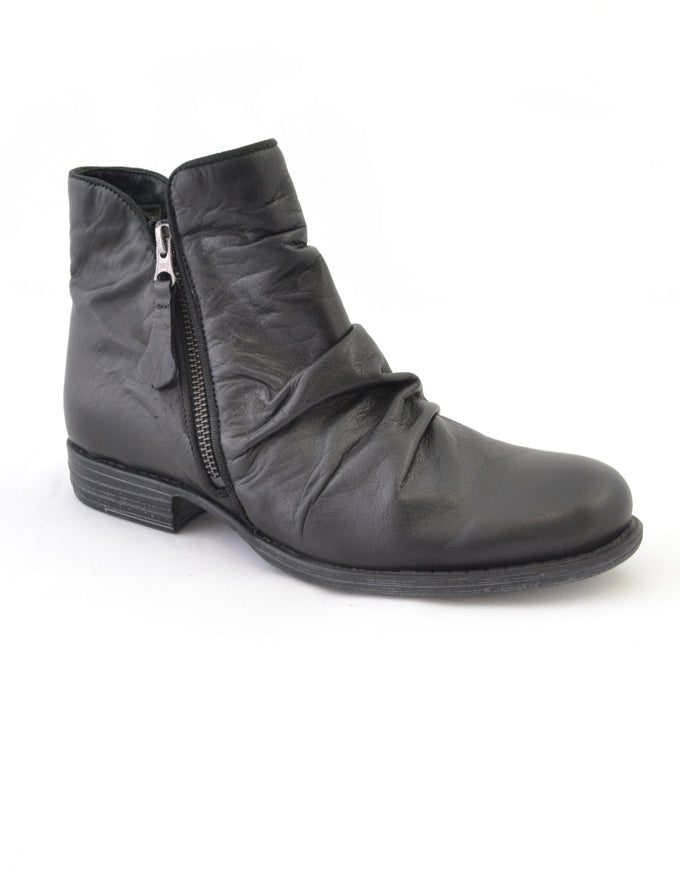 Willet Ankle Boots in Black.