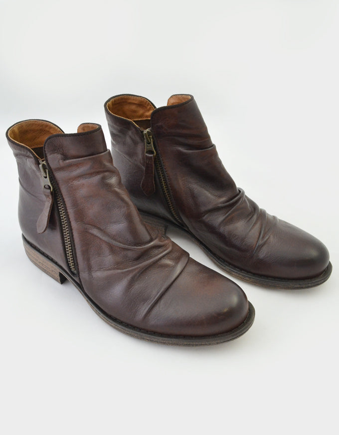 Willet Ankle Boots in Chestnut.