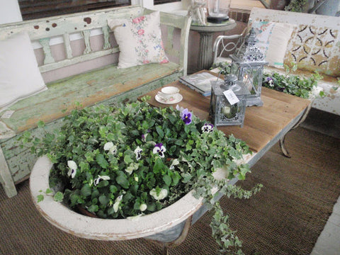 Repurposed bathtub coffee table planter - gorgeous!!