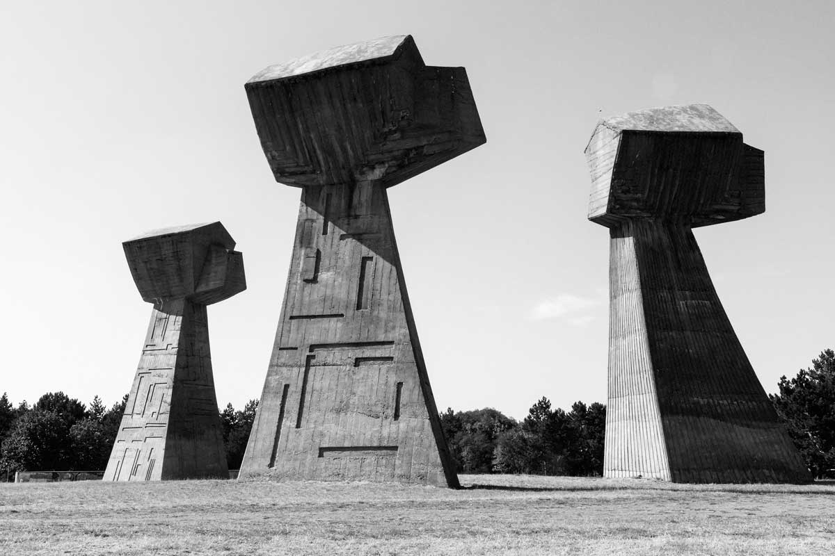 Monument of the three fists nis serbia the quiet before