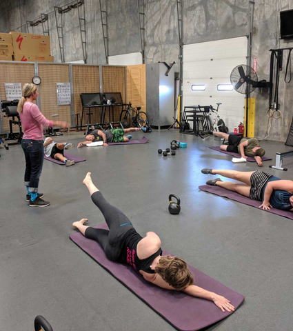 women doing functional on a gym