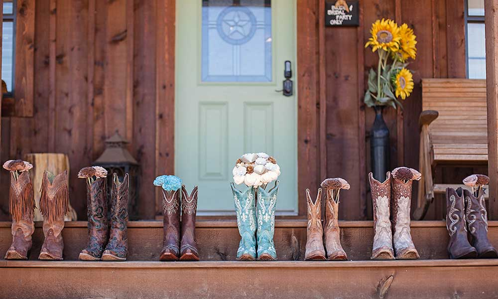 cowboy boots wedding flowers