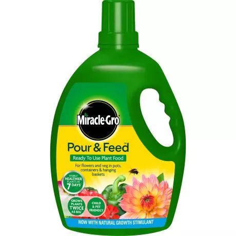 Miracle-Gro® Pour & Feed™ Ready to Use Plant Food 3L