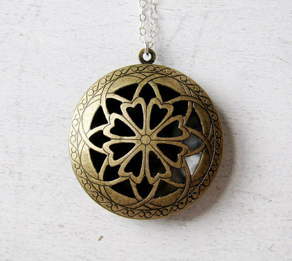 FILIGREE SECRET MESSAGE LOCKET