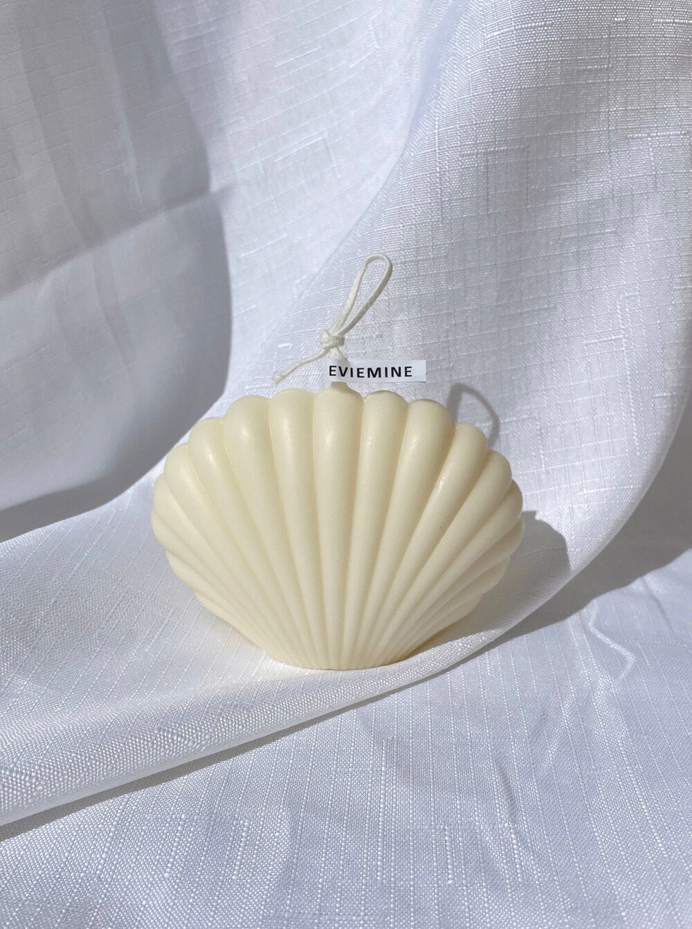 Evie Mine Clam Shell Candle in White
