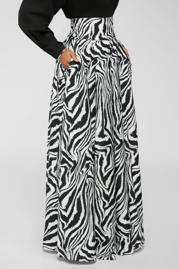 Leading The Way Skirt - Black/White