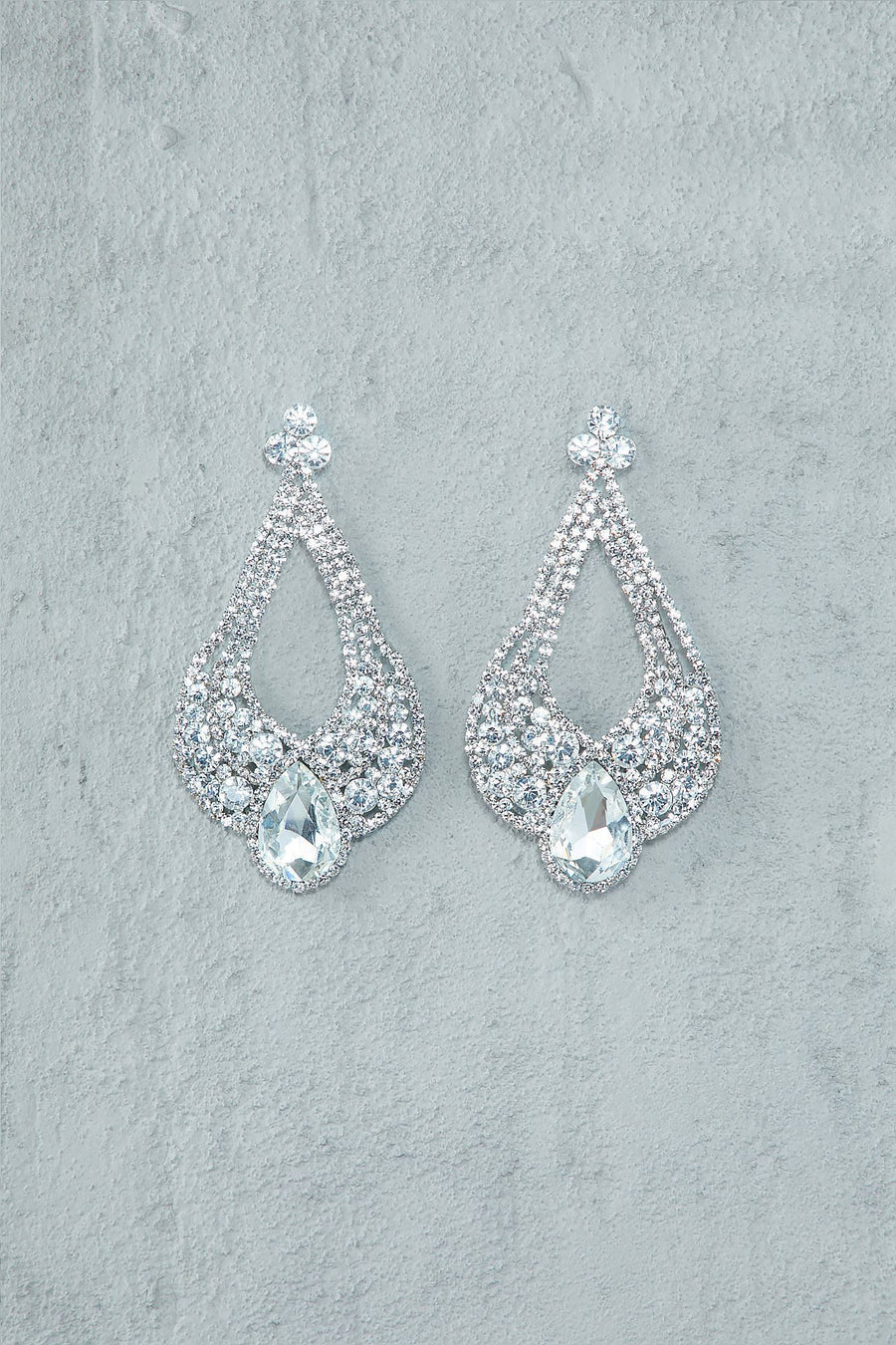 Reign Drop Chandelier Earrings (Silver) - Kosmios