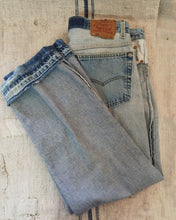 "Load image into Gallery viewer, Levi's 501 ""I'm beautiful inside"" Jeans, Men's waist 37"" (Unisex)_Women's 34/XL"