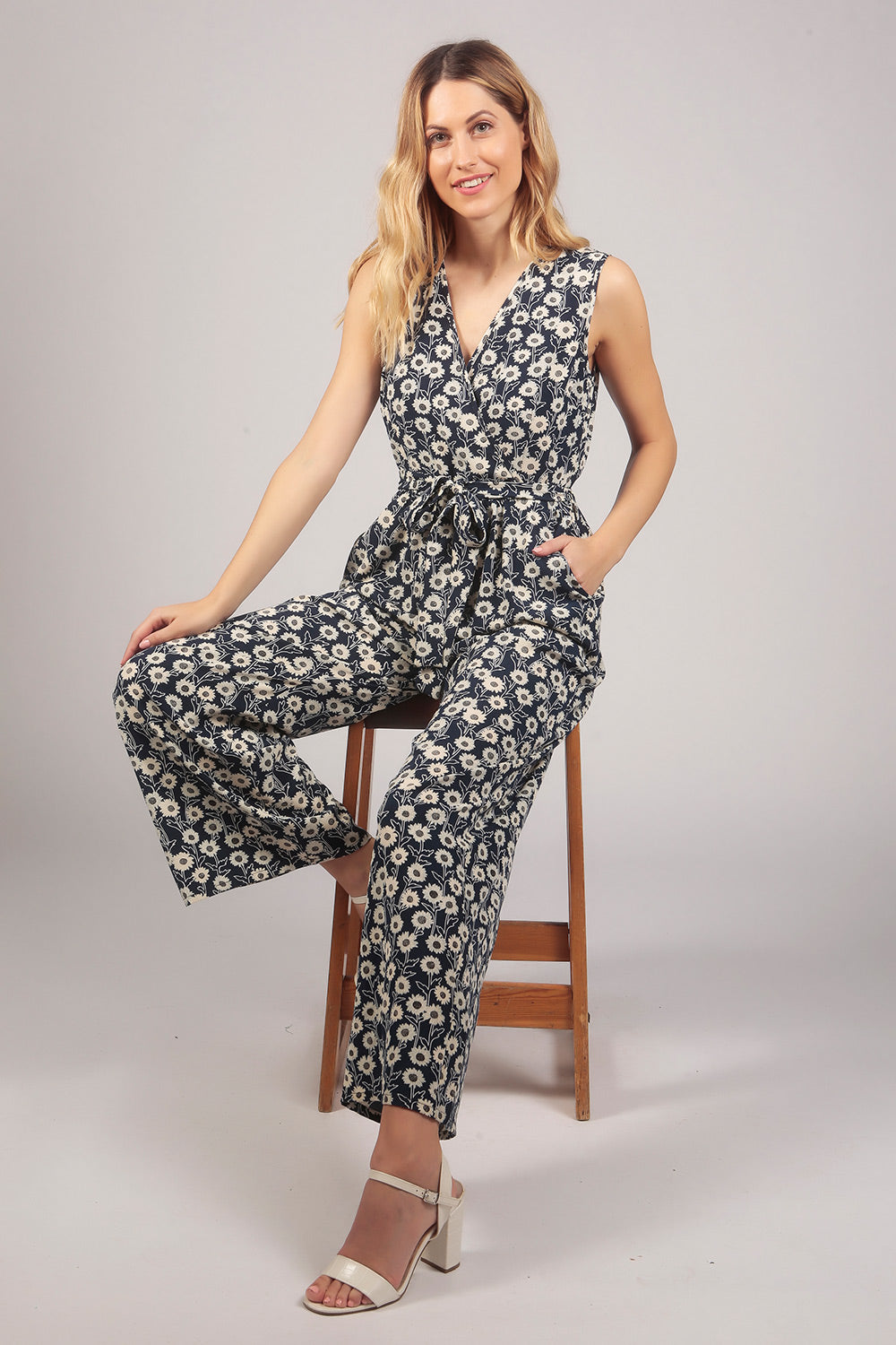 Sleeveless Wrap V Neck Floral Print Jumpsuit in Blue